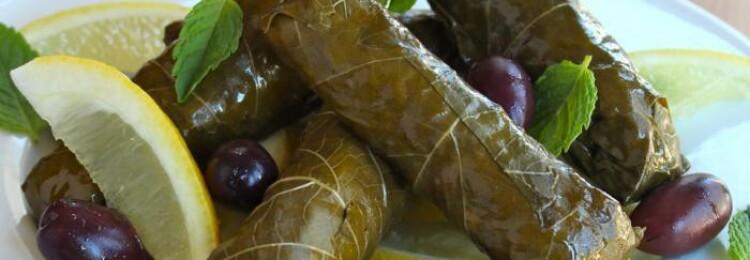 Долма с консервированными виноградными листьями