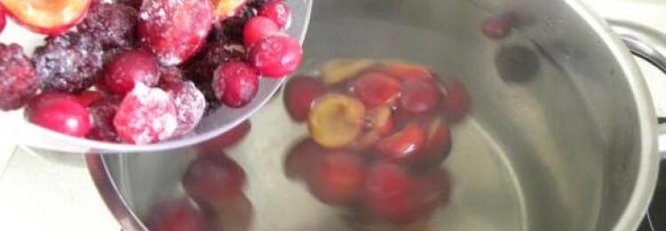 Как варить компот из замороженных ягод